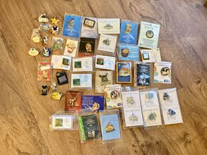 DISNEY CAST MEMBER & LIMITED EDITIONS PINS for Sale in Davenport, FL