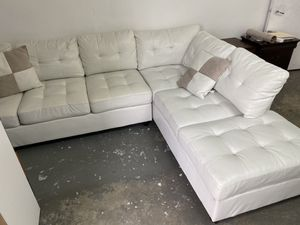 White sectional// financing available only $49 down payment for Sale in Hialeah, FL