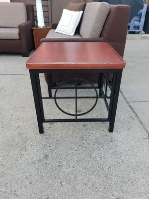Cocktail/End table for Sale in Detroit, MI