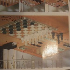 Fifth Avenue Crystal 95 Piece 3 In 1 Game Set Set Chess And Checkers Set for Sale in Mount Carmel, IL