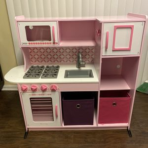 Melissa and Doug Kids play kitchen very well-made very good condition for Sale in Cherry Hill, NJ