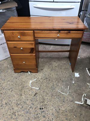 Small desk for Sale in Dallas, GA