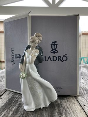 Everlasting love wedding bride and groom porcelain figurine by lladro for Sale in Huntington Beach, CA