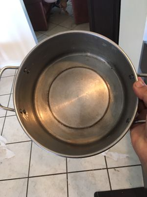 Pots and frying pans and three lids for Sale in Las Vegas, NV