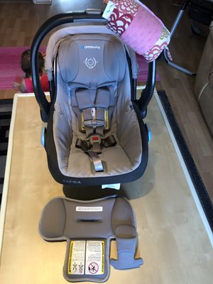 UPPAbaby MESA car seat with base and adapters for Sale in Des Plaines, IL