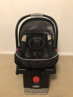 Graco SnugRide 35 Infant Car Seat with base, Gotham for Sale in Fairfax, VA