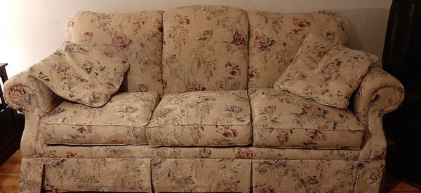Floral print sofa and loveseat set