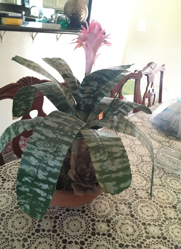 Artificial plant with planter