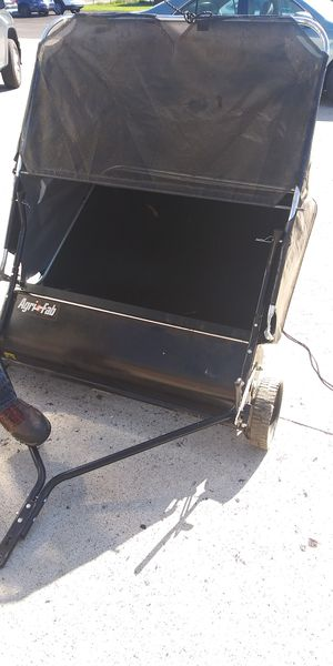 """AGRI-FAB 42"""" Tow Behind Lawn Sweeper for Sale in Brook Park, OH"""