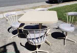 Moving sale table and chairs very cute for Sale in Miami Beach, FL