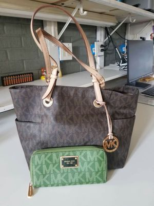 Michael Kors purse and wallet bundle (used) for Sale in Lincoln Acres, CA