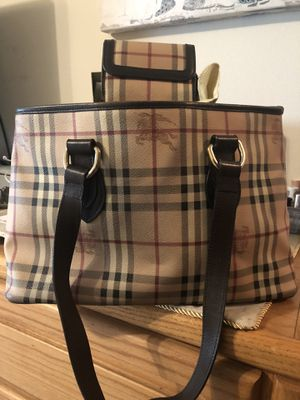 Authentic Burberry purse/wallet for Sale in Kennewick, WA
