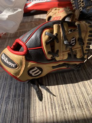 Wilson A550 right handed glove like new 11 for Sale in Yorba Linda, CA