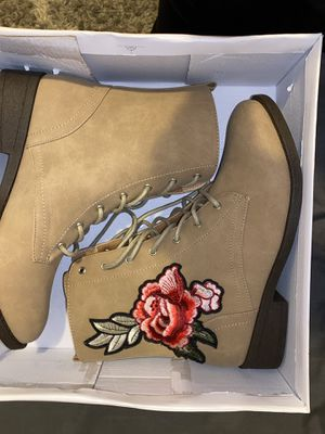 Qupid beige with embroidered rose boots for Sale in Pinole, CA