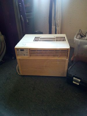 Whirlpool 110 AC unit blows ice Cold air and blows very hard for Sale in Oklahoma City, OK