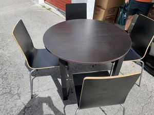 Ikea black round table (chairs included) for Sale in Miami, FL