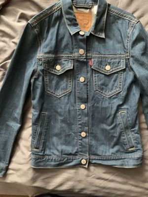 Slim fitting Levis Jean jacket size m worn a hand full of times for Sale in Maple Heights, OH