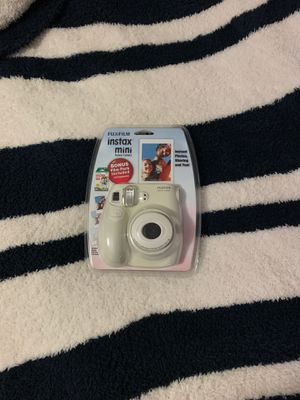 New Fujifilm instax mini 7s Polaroid camera with film WHITE for Sale in Gardena, CA
