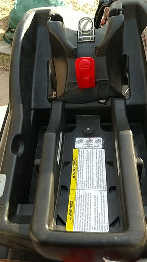Graco Stroller/car seat base click connect for Sale in Denver, CO