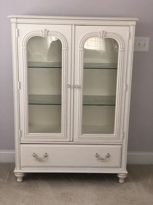 Stanley Furniture White Antique Style Lit Display Chest for Sale in New Hill, NC