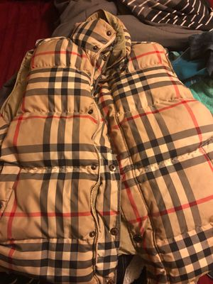 Burberry best pick up now for Sale in Middletown, NJ
