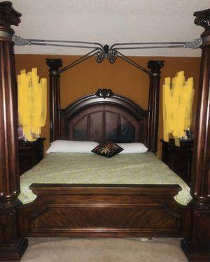 King sized bedroom furniture for Sale in Orlando, FL