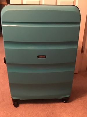 28 inch American Tourister hard sided luggage with spinner wheels for Sale in Midlothian, VA