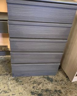 grey 5 drawer chest $110 for Sale in Fullerton,  CA