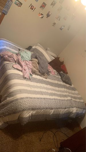King size bed for Sale in Arlington, TX