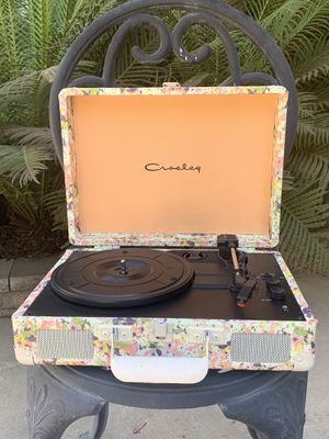 Crosley Presley Floral Cruiser Bluetooth Record Player-Limited Edition for Sale in Merced, CA