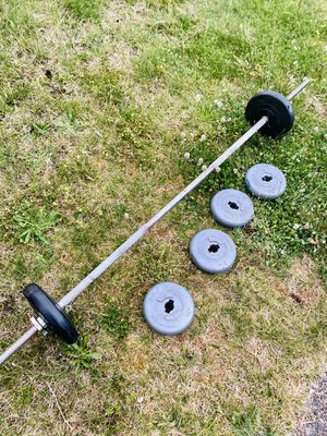 "6' standard 1"" barbell, 2 spin collars and weight plates for Sale in Renton, WA"