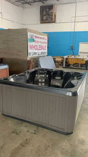 Preowned Vita hot tub ready for delivery! for Sale in Fort Lauderdale, FL