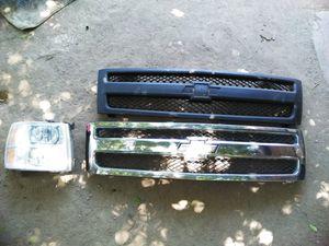 2008 / 2013 Chevy Silverado Grill and passenger side headlight for Sale in Orange Cove, CA