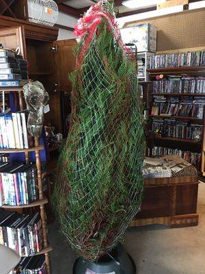 7 to 7 1/2 ft fresh tree with stand hurry finders keepers for Sale in Gulfport, MS