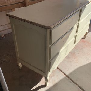 Dresser Ready to be refinished for Sale in Peoria, AZ