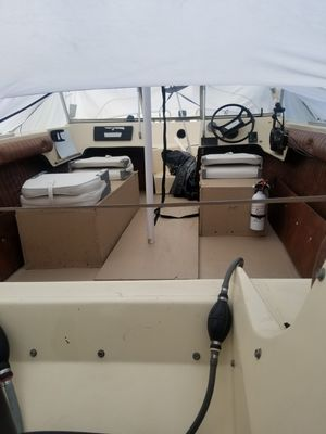 MFG Boat 17 feet for trade for bigger boat for Sale in Amherst, OH