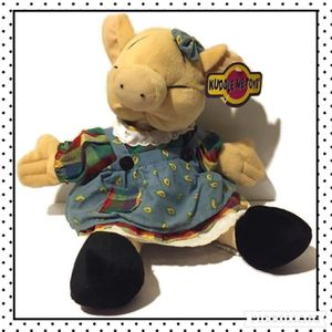 "Vintage Kellytoy Pig Plush Stuffed Animal Kuddle Me Toys Dress Pig Girl 16"" Collectible Pig for Sale in San Antonio, TX"