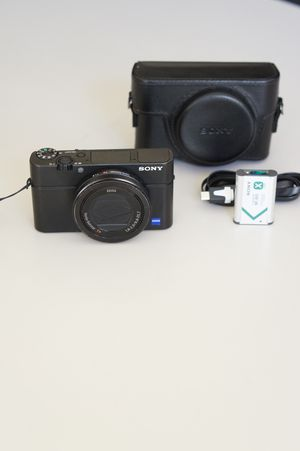 Sony RX100M3 compact pro camera w/ 24-70mm F1.8 Zeiss lens EVF wifi selfie screen leather case for Sale in Bellevue, WA