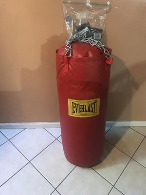 Everlast punching bag with metal stand for Sale in Round Lake Heights, IL