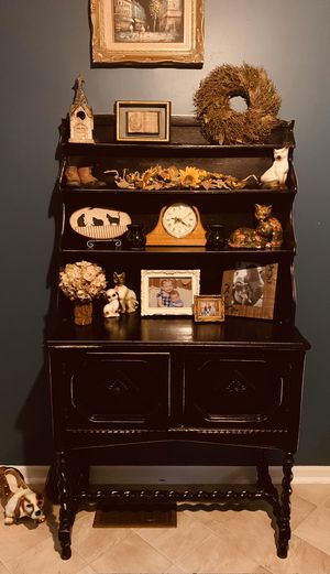 Antique distressed hutch for Sale in Shelbyville, IN