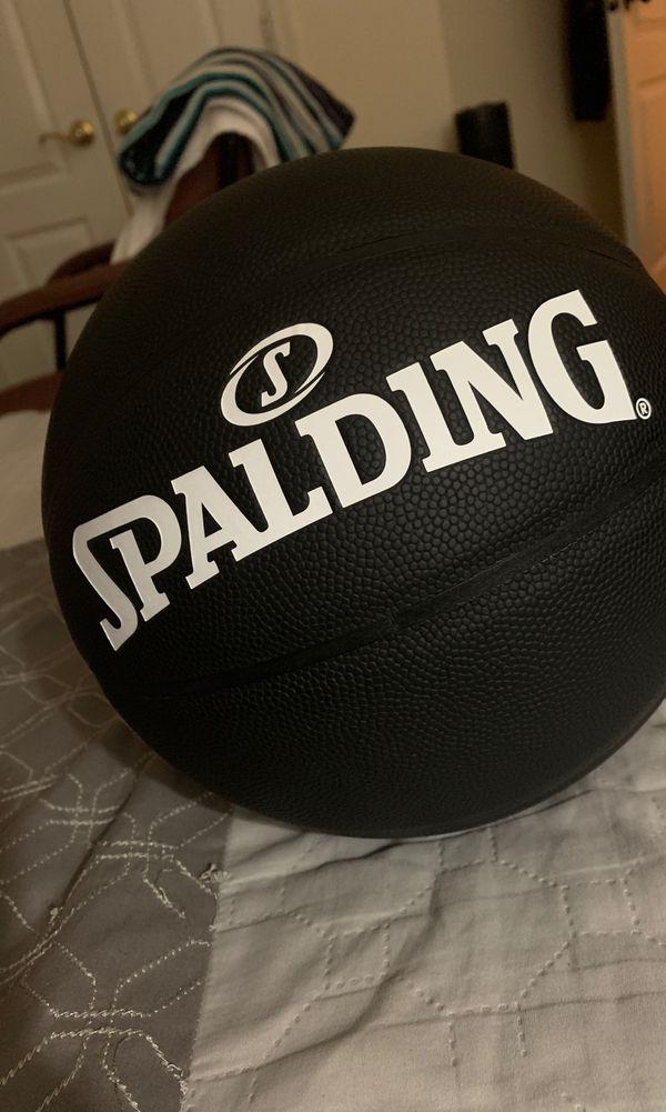 Valentino x Spalding - VLTN Logo Basketball