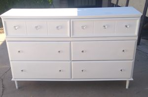 White 6 Drawer Dresser With Crystal Knobs - Delivery Available! for Sale in Phoenix, AZ