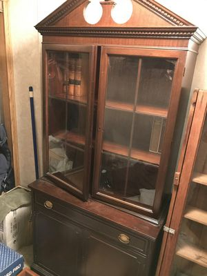 Antique China cabinet for Sale in Hacienda Heights, CA