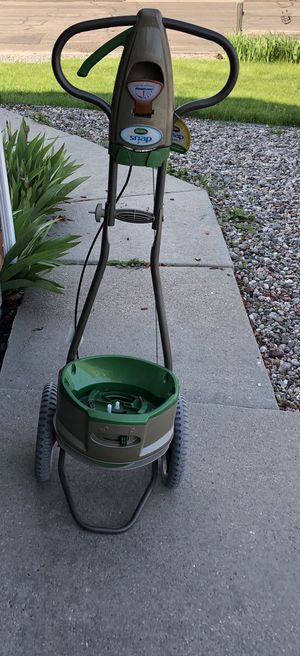 Scotts Snap Lawn Spreader for Sale in Cheyenne, WY