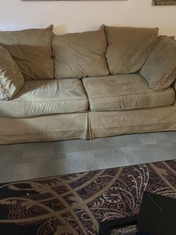 Tan Couch for Sale in Springfield,  IL