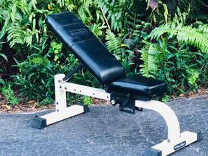 PROFESSIONAL GYM QUALITY NAUTILUS GYM ADJUSTABLE BENCH. GOES FLAT TO FULL INCLINE.USED WITH DUMBBELLS & FREE WEIGHTS for Sale in Deerfield Beach, FL