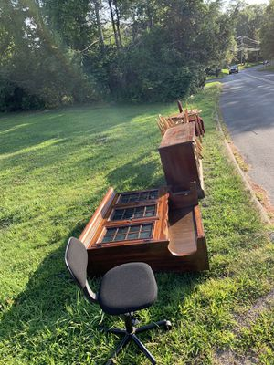 FREE furniture for Sale in New Fairfield, CT