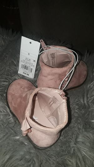 nice new girl shoes size 5 cute for Sale in Sultana, CA