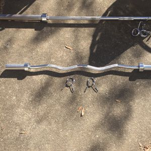 Olympic Curl Bar With Collars for Sale in Cary, NC