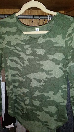 Women's old navy camo shirt med. for Sale in New York, NY